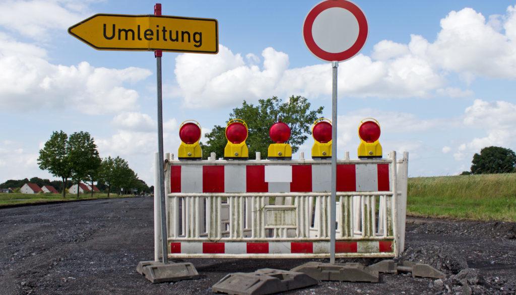 Vollsperrung wegen der Fahrbahnerneuerung, Umleitung