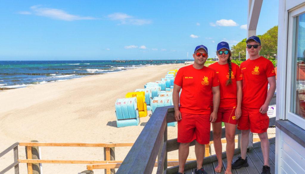 DLRG Mannschaft am Strand Kühlungsborn (@Jasmin Fernholz)